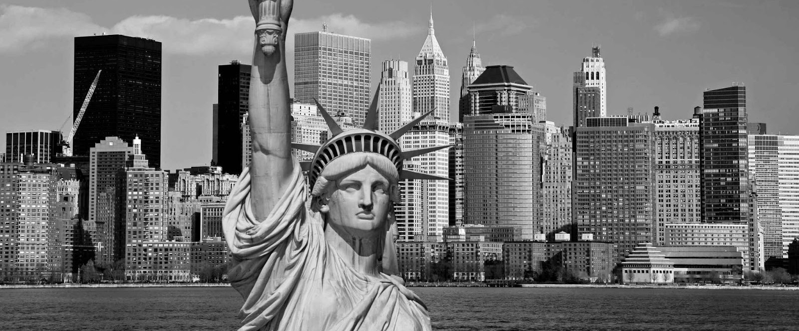 Statue-of-liberty-NYC-Black-and-white-photography-12-e1385008042753